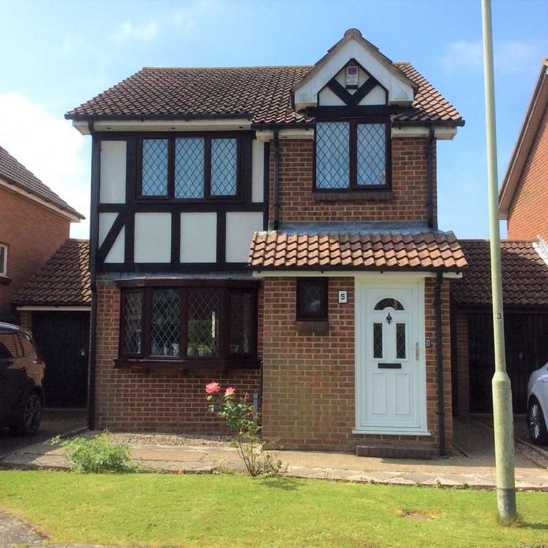 3 Bedrooms House for sale in Green Grove, Hailsham, BN27