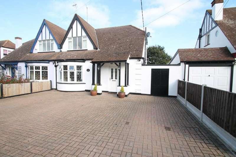 3 Bedrooms Semi Detached House for sale in Oak Road, Rochford, Essex