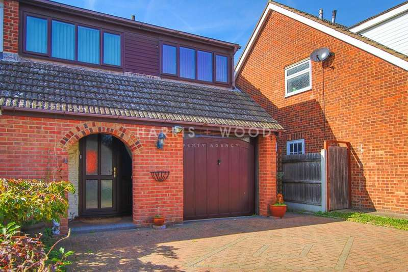 4 Bedrooms Semi Detached House for sale in Mayberry Walk, Colchester, CO2