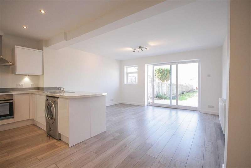 2 Bedrooms Terraced House for sale in Swiss Road , Ashton Vale, Bristol, BS3 2RU