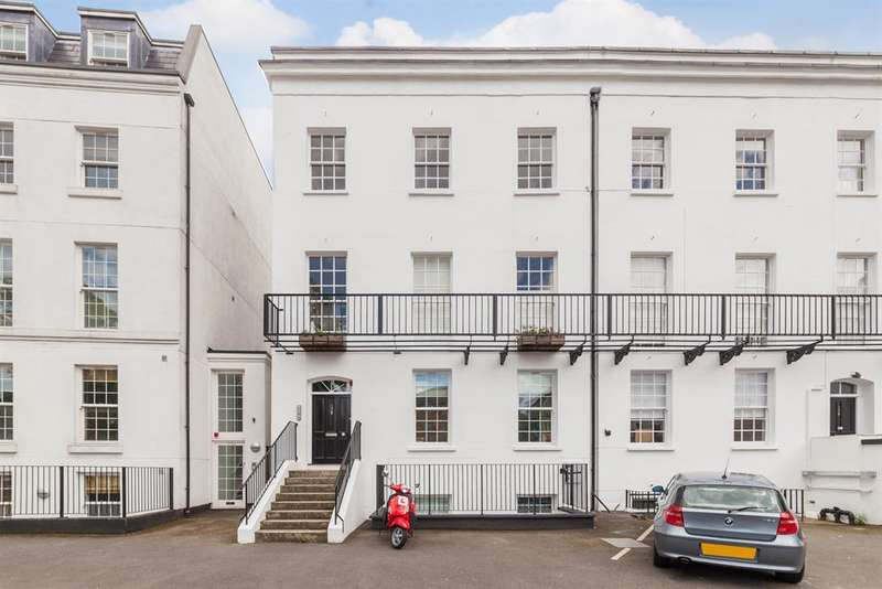 1 Bedroom Flat for sale in Albion Road, London, N16