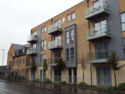 2 Bedrooms Flat for sale in Holly Acre, Dunstable, Bedfordshire, England