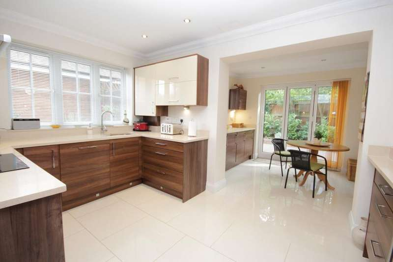 4 Bedrooms Semi Detached House for sale in Winbury Place, Maidenhead