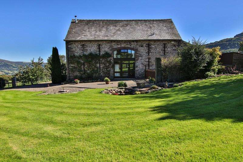 4 Bedrooms Barn Conversion Character Property for sale in Llangattock, Crickhowell