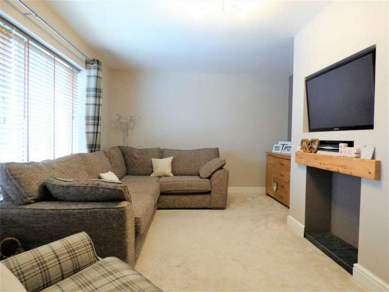 4 Bedrooms Semi Detached House for sale in Whalley Road, Langho, BLACKBURN, Lancashire