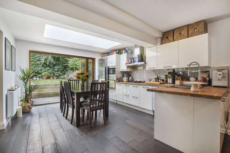3 Bedrooms Flat for sale in Belsize Road, West Hampstead, London, NW6