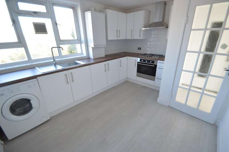 3 Bedrooms Flat for sale in Broad Lane, London, N15