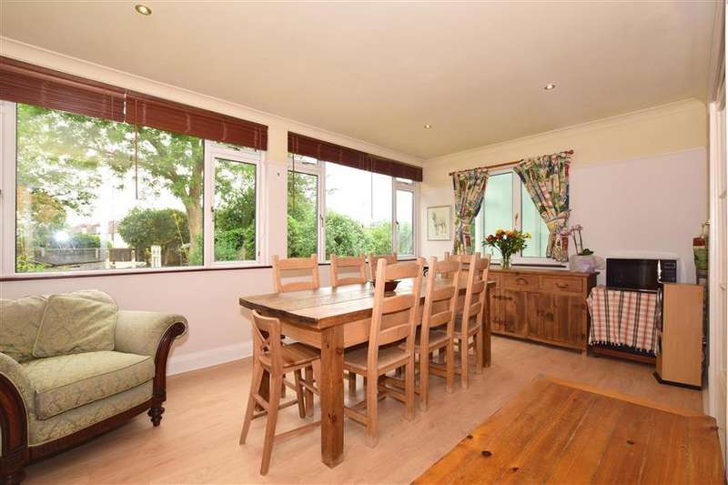 3 Bedrooms Semi Detached House for sale in Woodview Avenue, Chingford