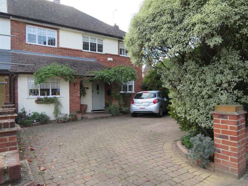 3 Bedrooms Semi Detached House for sale in Brook Road, Loughton
