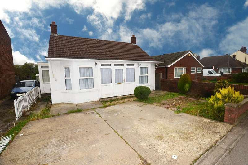 2 Bedrooms Detached Bungalow for sale in Luton Road, Dunstable, LU5 4LE