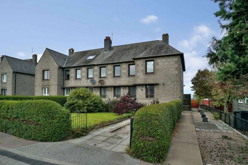 3 Bedrooms Flat for sale in Corthan Drive, Aberdeen, AB12 5AY