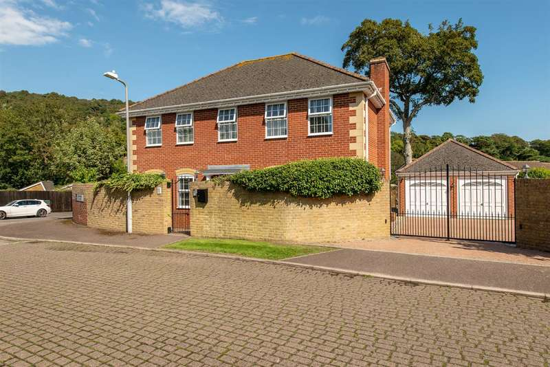 4 Bedrooms Detached House for sale in Mannering Close, River