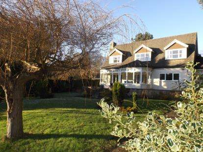 3 Bedrooms Detached House for sale in Darras Road, Darras Hall, Ponteland, Northumberland, NE20