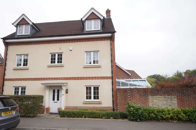 5 Bedrooms Detached House for sale in Rowan Road, Lindford, GU35