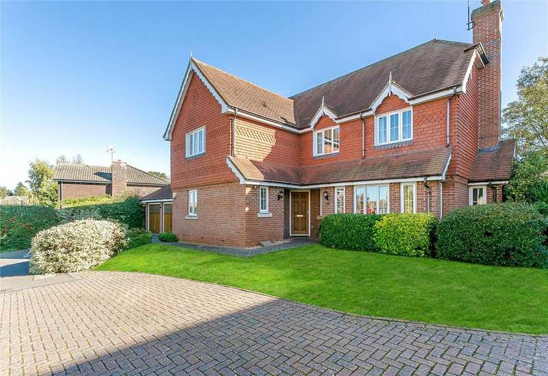 5 Bedrooms Detached House for sale in Goldfinch Gardens, Merrow, Guildford, Surrey