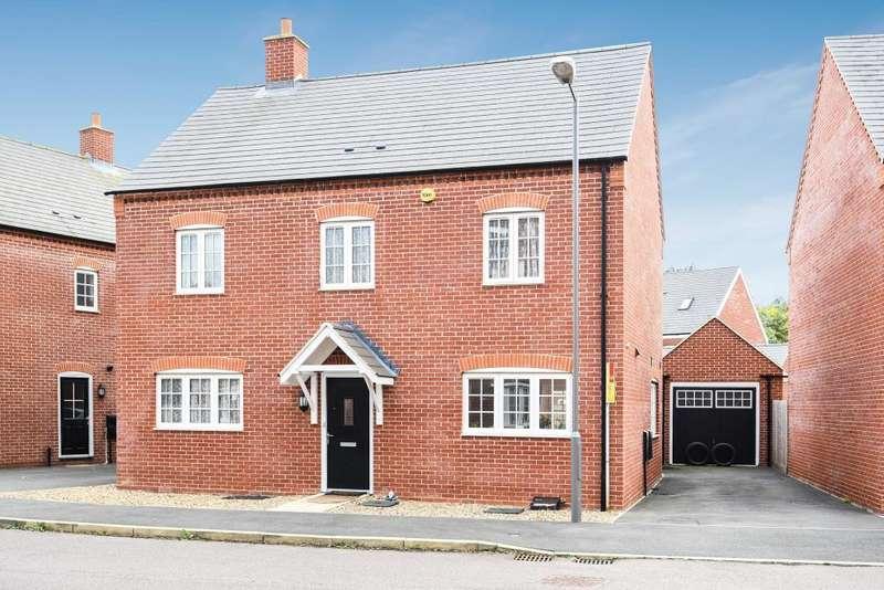 4 Bedrooms Detached House for sale in Calville Gardens, Aylesbury, HP18