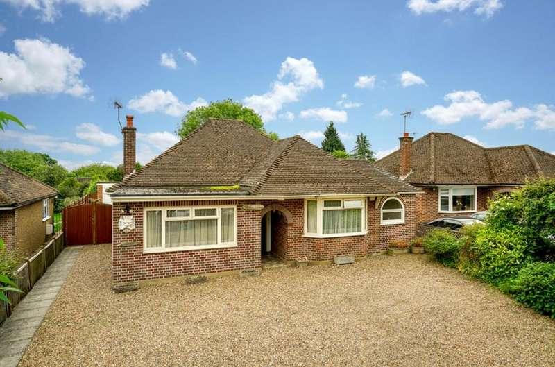 3 Bedrooms Bungalow for sale in Flaunden Lane, Bovingdon , HP3