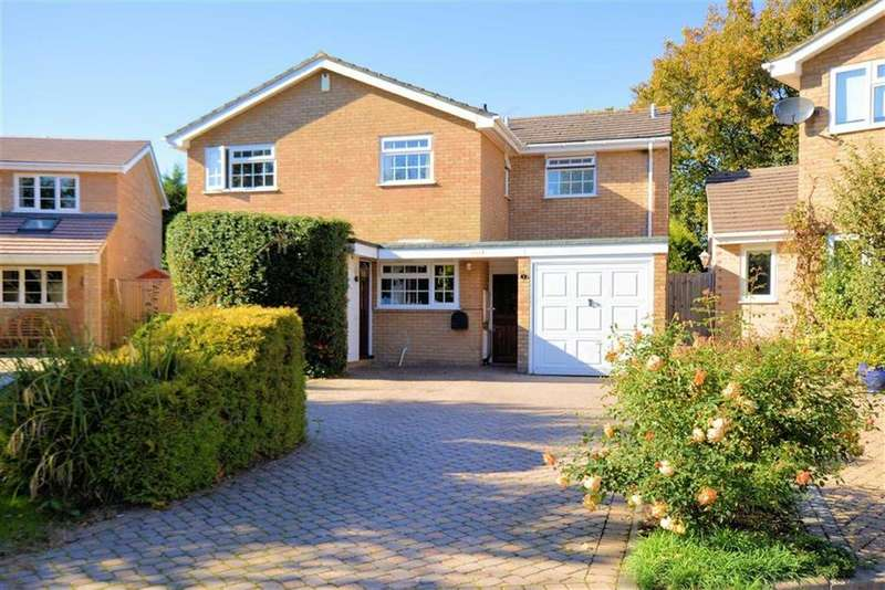 4 Bedrooms Detached House for sale in Birchwood Close, Caversham, Reading