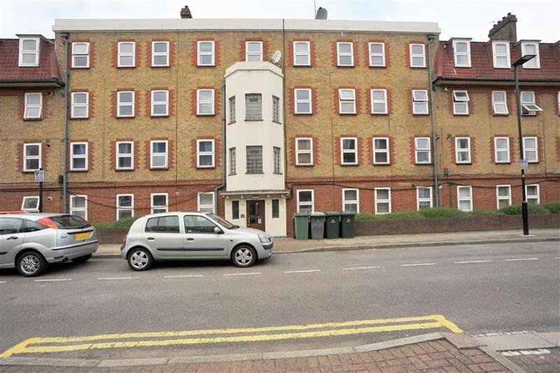 3 Bedrooms Flat for sale in Germander Way, Stratford