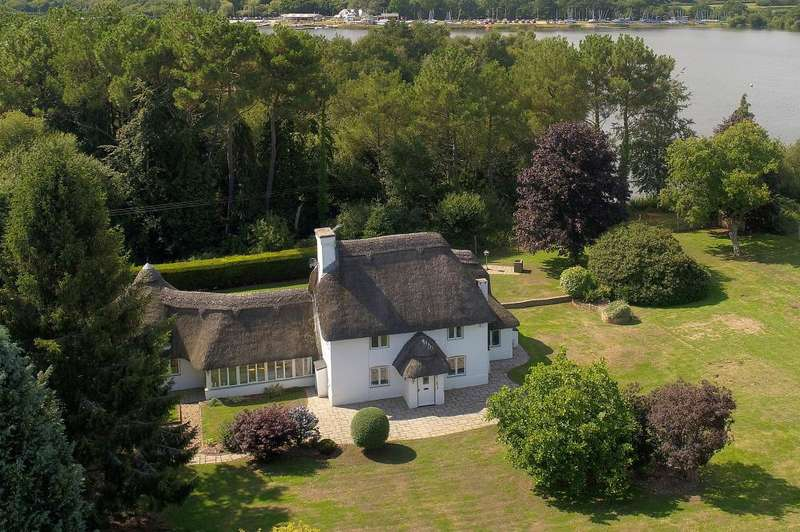 5 Bedrooms Detached House for sale in Ringwood, BH24 3ND