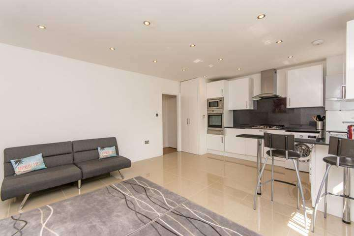 3 Bedrooms Flat for sale in Cecil Road, London NW10 8UJ