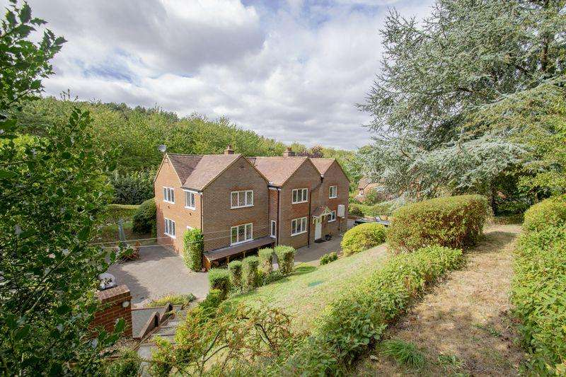 5 Bedrooms Detached House for sale in Sandhill Close, Millbrook