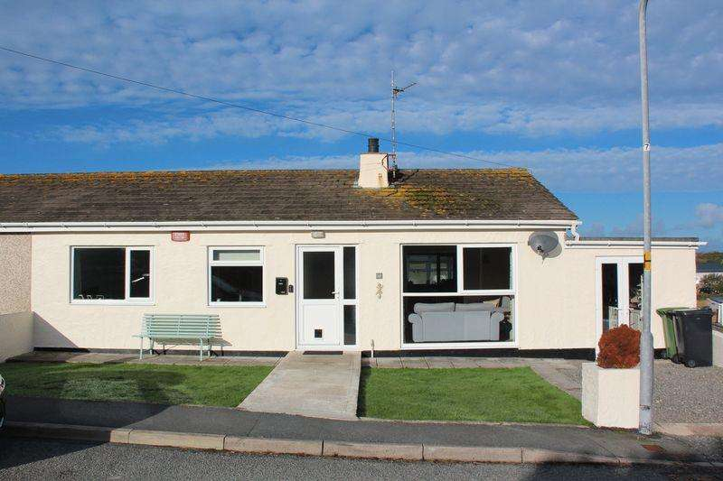 3 Bedrooms Semi Detached Bungalow for sale in Pentre Felin, Holyhead