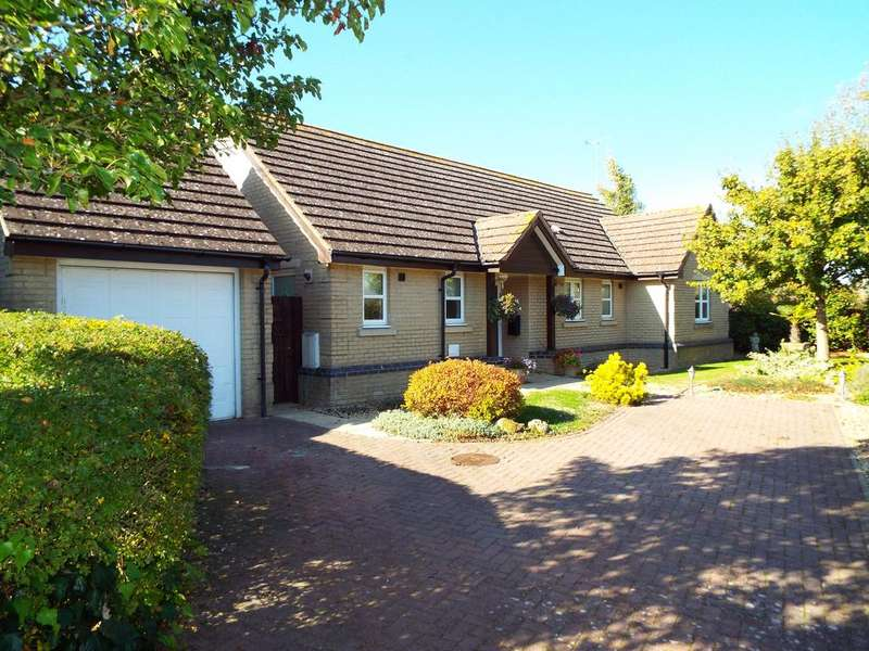 3 Bedrooms Detached House for sale in Selby Gardens, Bozeat, Northamptonshire, NN297XB