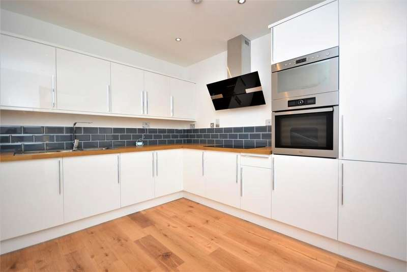 3 Bedrooms Apartment Flat for sale in Christchurch Close, London