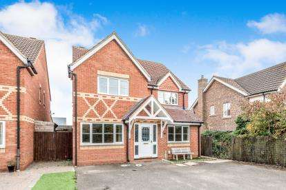 4 Bedrooms Detached House for sale in Fennel Drive, Biggleswade, Bedfordshire