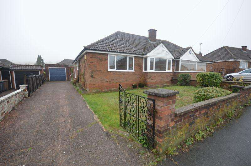 2 Bedrooms Semi Detached Bungalow for sale in Staveley Road, Luton