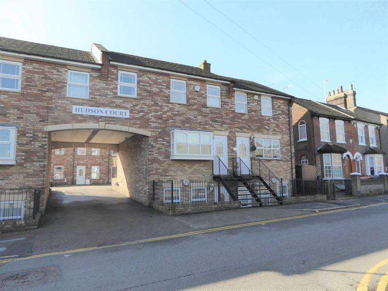 3 Bedrooms Maisonette Flat for sale in Victoria Street, Dunstable