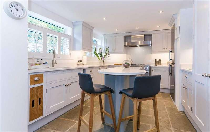 4 Bedrooms Detached House for sale in Wain Close, Little Heath, Hertfordshire