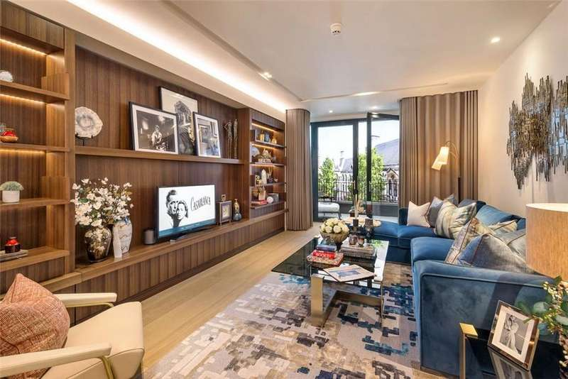 3 Bedrooms Apartment Flat for sale in Lincoln Square WC2