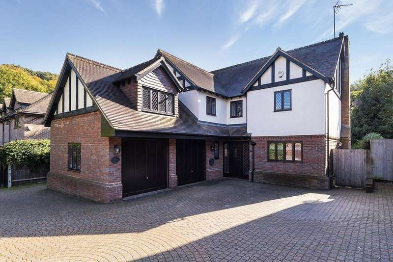 4 Bedrooms Detached House for sale in Dale Court, Boxley Road, Walderslade, Chatham, ME5