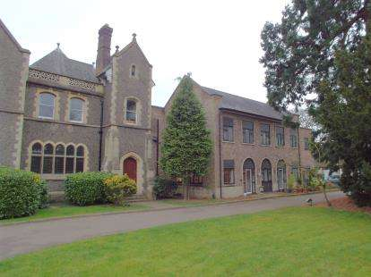 2 Bedrooms Flat for sale in Stoneleigh Manor, 30 Stoneygate Road, Leicester