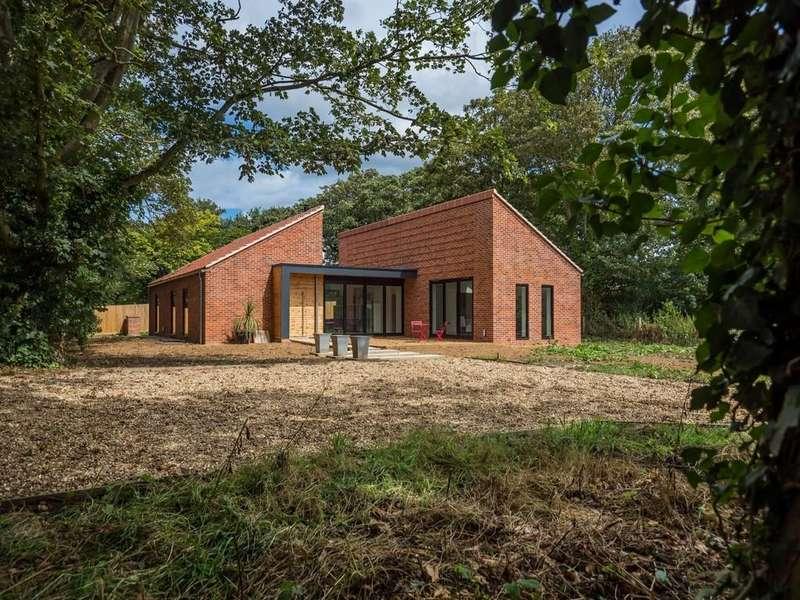 4 Bedrooms Detached House for sale in Trimingham