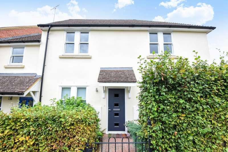 1 Bedroom Maisonette Flat for sale in Sonning Common, 4.9 miles to Henley and 5.3 miles to Reading, RG4