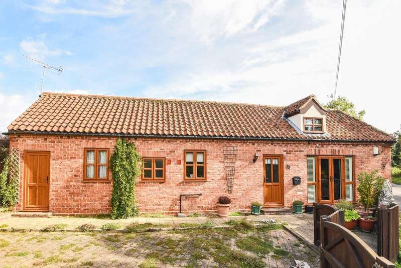 2 Bedrooms Barn Conversion Character Property for sale in Wells Road, Stiffkey
