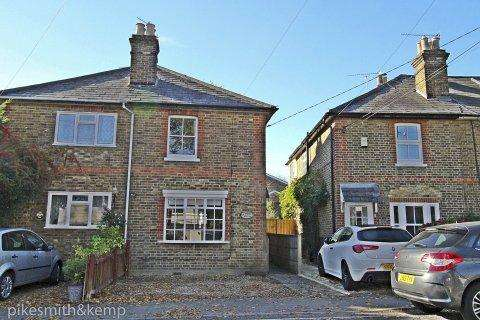 2 Bedrooms Semi Detached House for sale in Mina cottages, COOKHAM, SL6