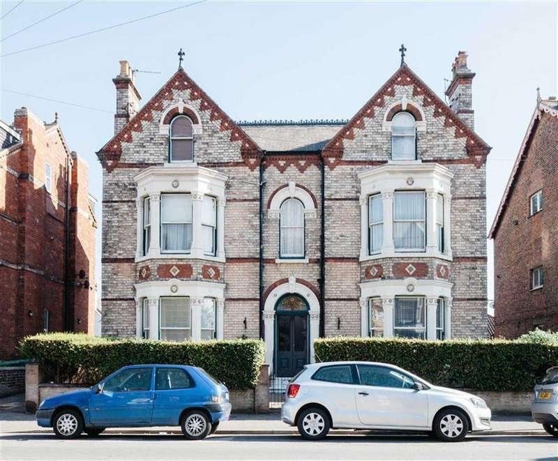 Block Of Apartments Flat for sale in Wellington Road, Bridlington, YO15