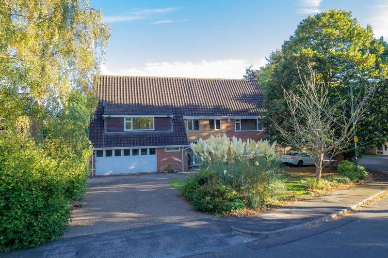 5 Bedrooms Detached House for sale in Groveside Crescent, Clifton Village, Nottingham, NG11