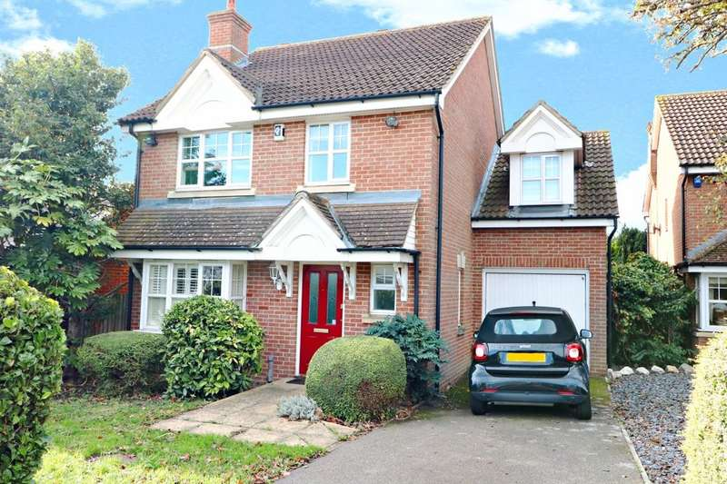4 Bedrooms Detached House for sale in Tomswood Hill, Ilford, IG6