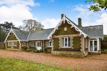 5 Bedrooms Bungalow for sale in Middleton, Kings Lynn, Norfolk
