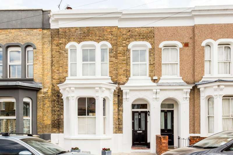 3 Bedrooms Terraced House for sale in Clinton Road, E3
