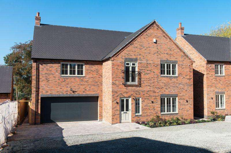 5 Bedrooms Detached House for sale in Hartlebury Village DY11 7TE