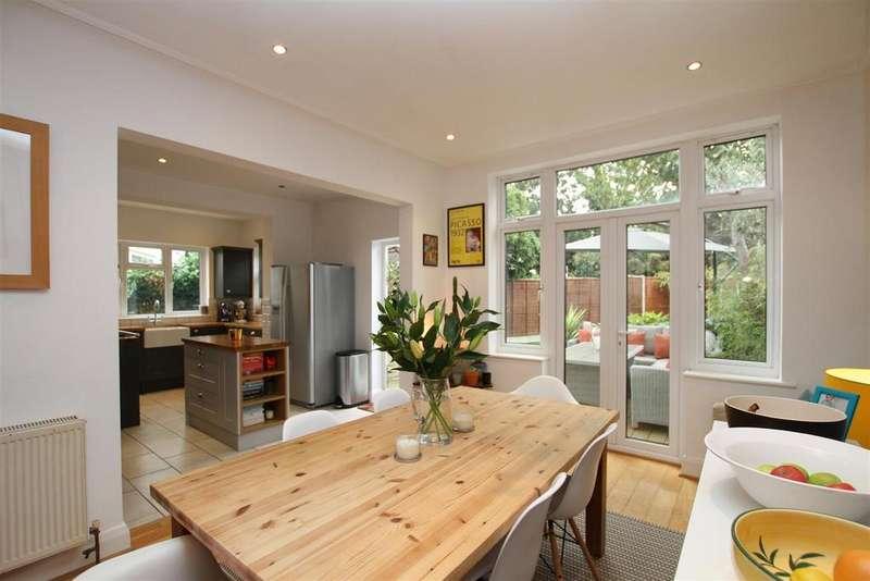 4 Bedrooms Semi Detached House for sale in The Ridgeway, Westcliff-On-Sea