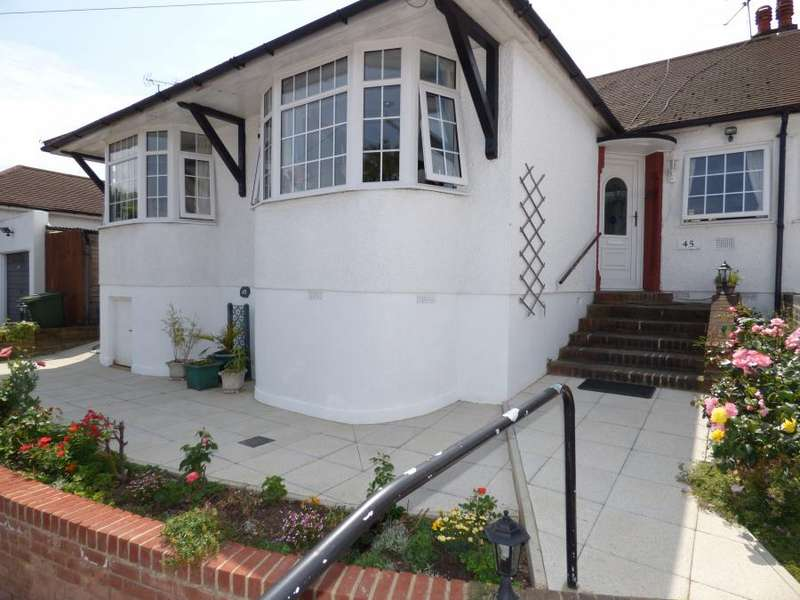3 Bedrooms Semi Detached Bungalow for sale in East Barnet, EN4