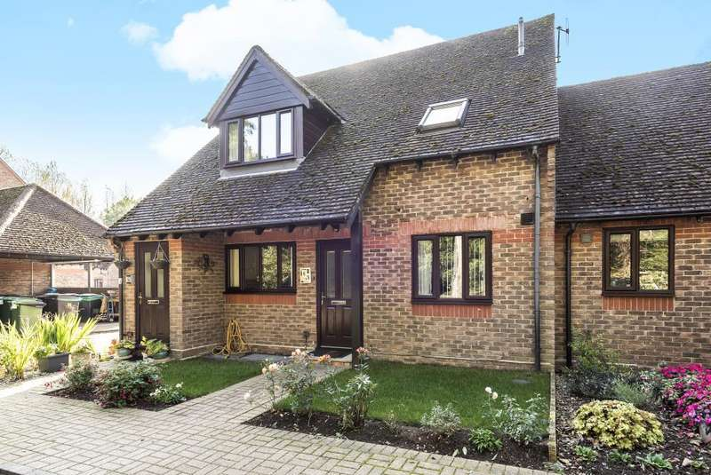 2 Bedrooms Flat for sale in Watermill Court, Woolhampton, RG7