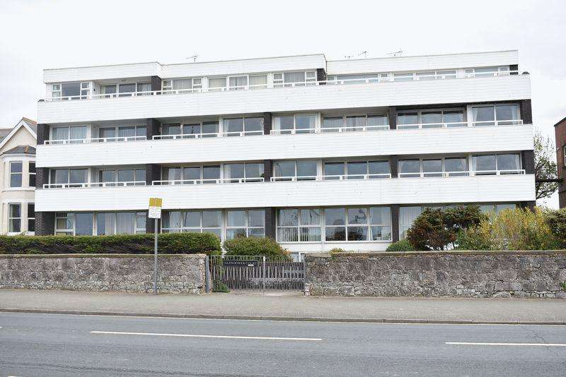 2 Bedrooms Apartment Flat for sale in Glendower Court, Rhyl